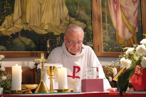 Béla atya 90 éves